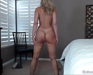 Pawg milf respecting XXX feet beyond web camera
