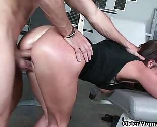 Fitness milf sky taylor opens her face hole for cum