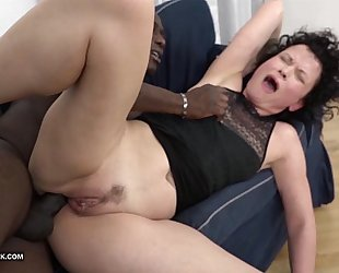 Mature squirts and goes eager when drilled by dark guy with his big shlong
