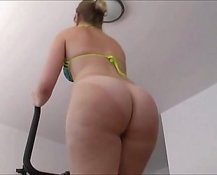 Gorgeous large ass working out