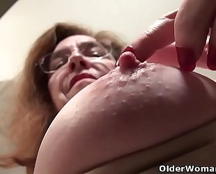 American gilf Melody Widen the gap teases us with her unshaven cunt