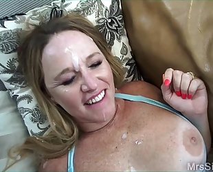 Wife fucking 2 large knobs