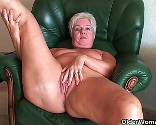 Mom takes care of her pulsating snatch