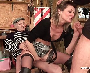 Skinny dilettante milf anal drilled in three-some with papy voyeur outdoor