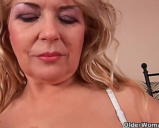 Busty granny elza is toying her fuckable cum-hole