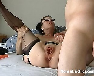 Humongous sextoy fuck and fisting wench